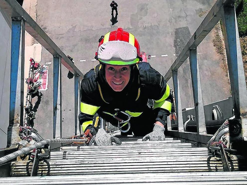Anabel Sancho, durante uno de sus entrenamientos en el parque de Bomberos de Teruel