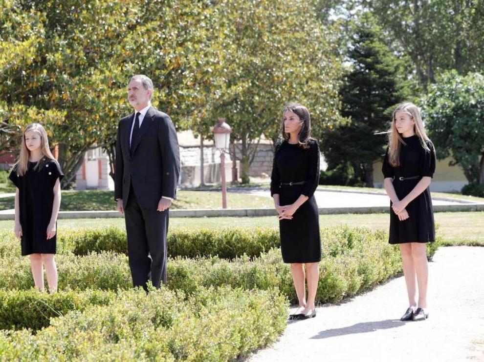 La princesa Leonor, los Reyes y la infanta Sofía durante el minuto de silencio