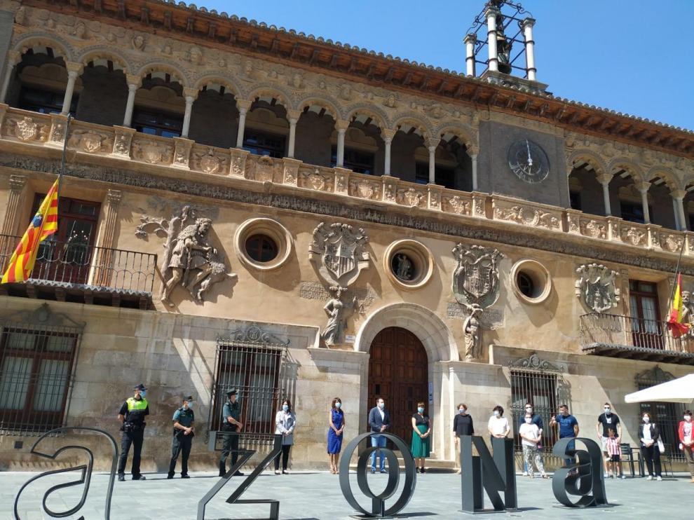 Minuto de silencio en Tarazona convocado por el Ayuntamiento de la ciudad.
