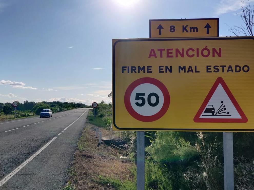 La velocidad está reducida a 50 km/h debido al estado del firme.