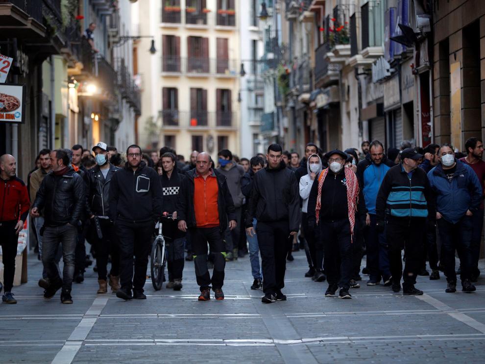 Concentración en el paseo de Sarasate de Pamplona, cerca de la sede del PSN, en apoyo a Patxi Ruiz, el 17 de mayo de 2020.