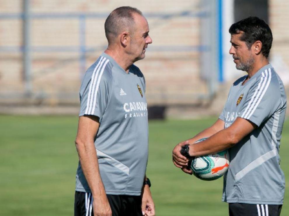 José Luis R. Loreto charla con Víctor Fernández en la Ciudad Deportiva.