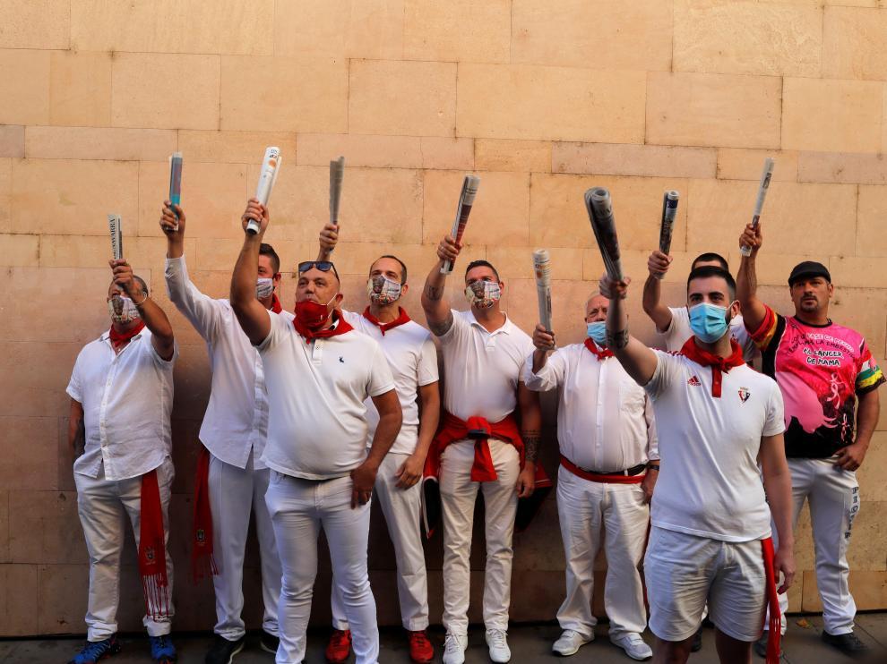Un grupo de mozos, ante San Fermín este atípico 7 de julio sin encierro por la pandemia de coronavirus