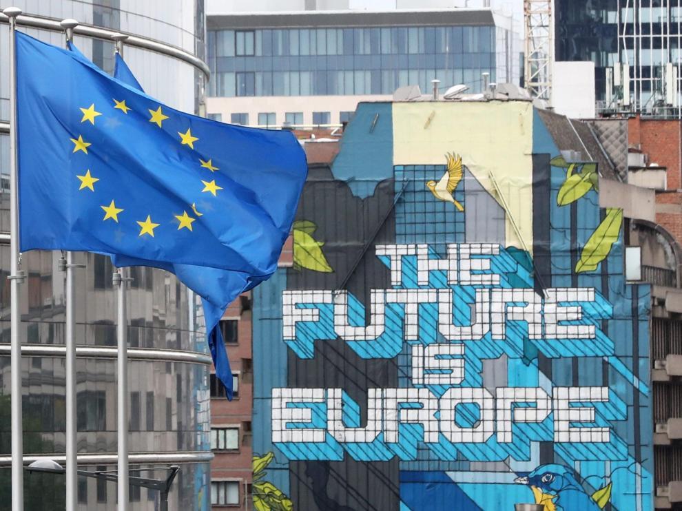 Banderas de la Unión Europea en el exterior de la sede de la Comisión Europea, en Bruselas.