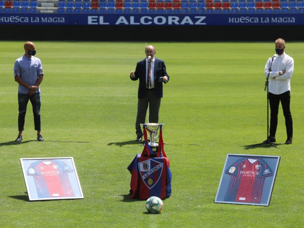 Lambán, en la recepción de la SD Huesca por el título de liga y el ascenso a Primera.
