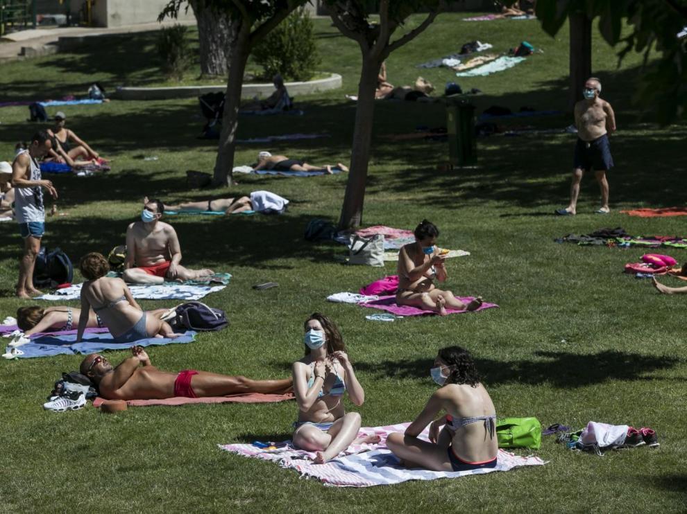 Las piscinas de Zaragoza, lejos del lleno