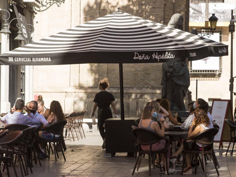 Los negocios en zonas en fase 2 como Zaragoza tendrán que seguir cerrando a la 1.00