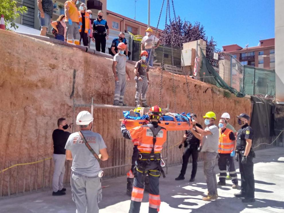 Bomberos de la DPT rescatan a un trabajador herido en unas obras de construcción en Teruel