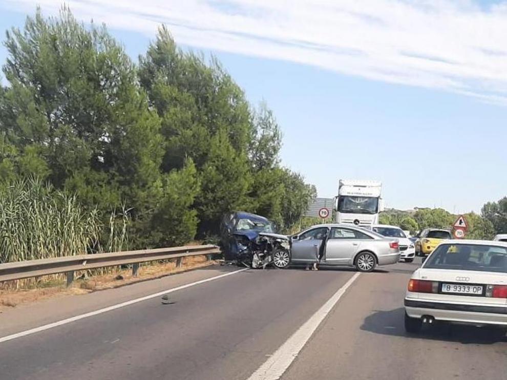 Los dos vehículos colisionaron en el puente de la N-240.