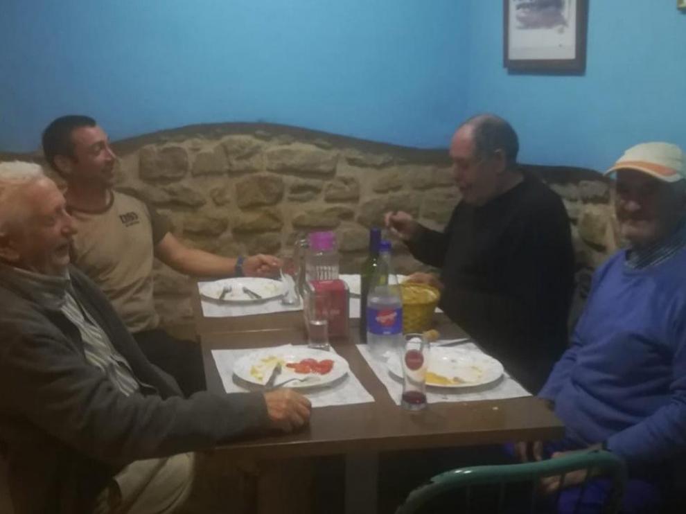 El comedor social de El Frago se puso en marcha el jueves con los primeros comensales.