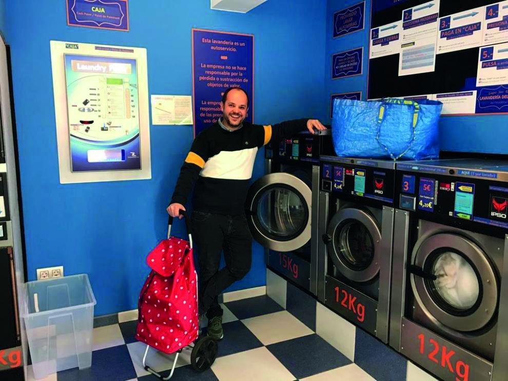 Andrés Agustín en la lavandería