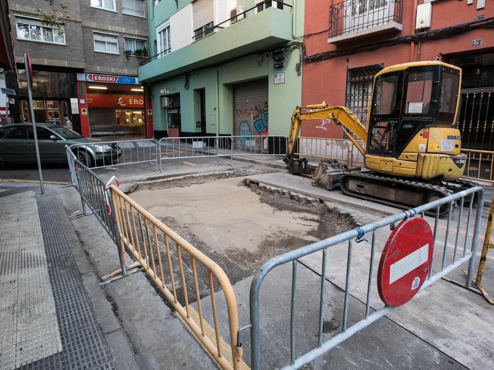 La calle Castellví de Zaragoza, cortada al tráfico.