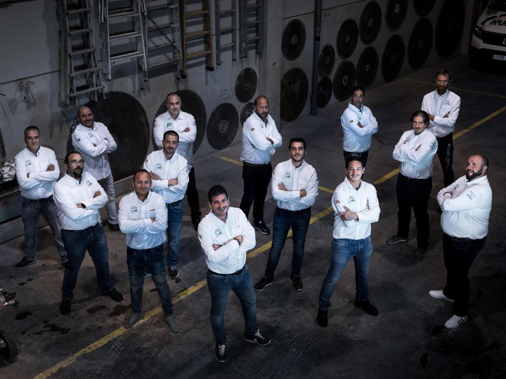 El equipo de Aracorte en las instalaciones de la empresa, situadas en el polígono de cogullada de la capital aragonesa.