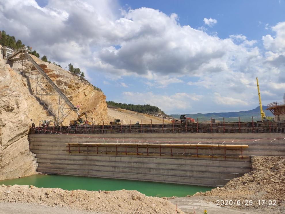 Obras de la nueva presa de Santolea.
