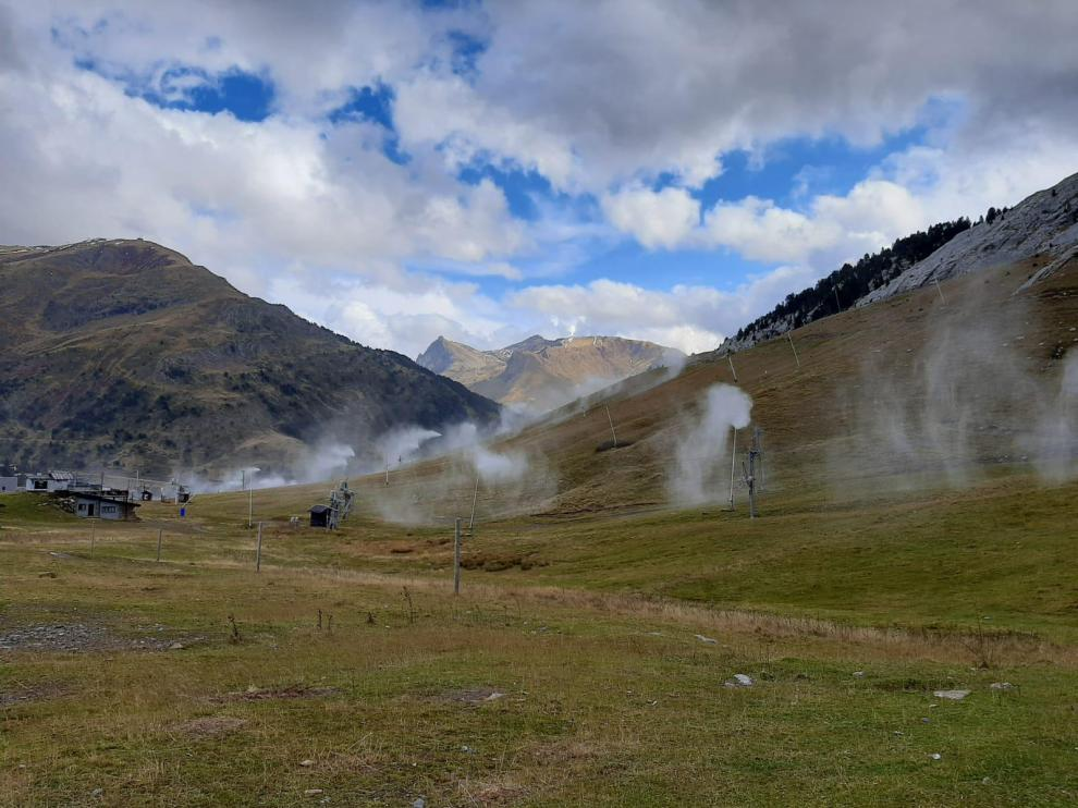 La estación de Candanchú ha realizado esta semana pruebas de los cañones de nieve artificial.