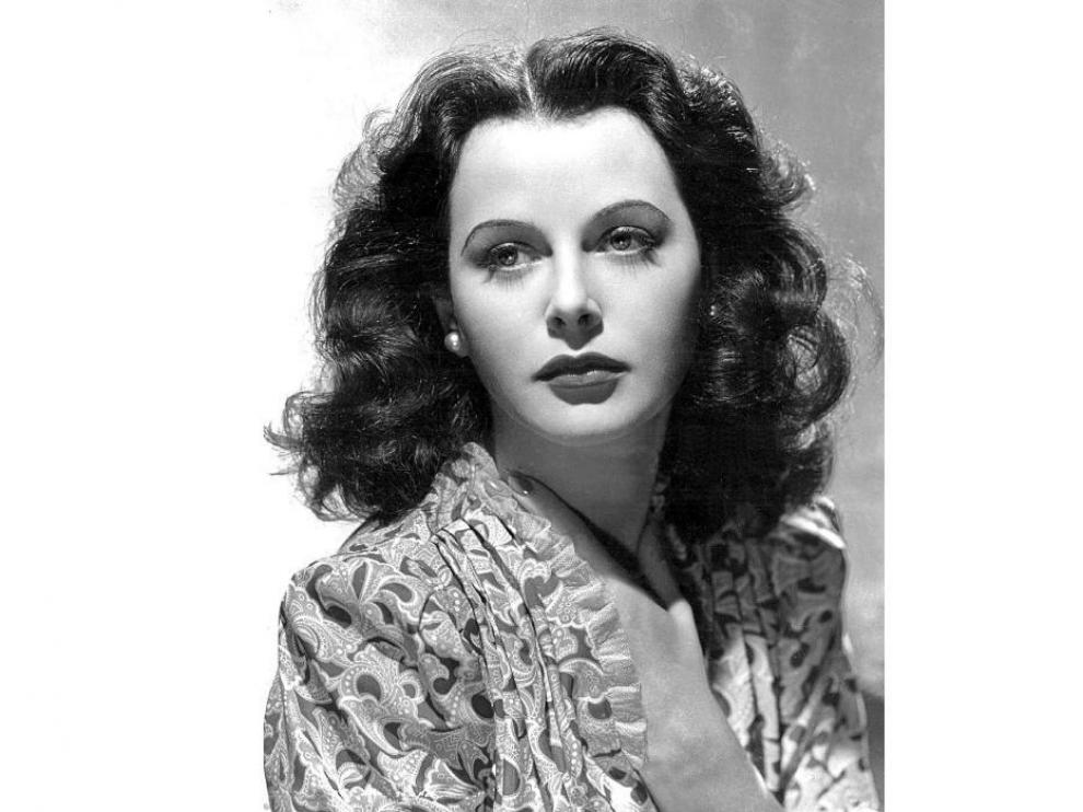 Hedy Lamarr inventó el espectro ensanchado, precursor de las comunicaciones inalámbricas, además de ser actriz.