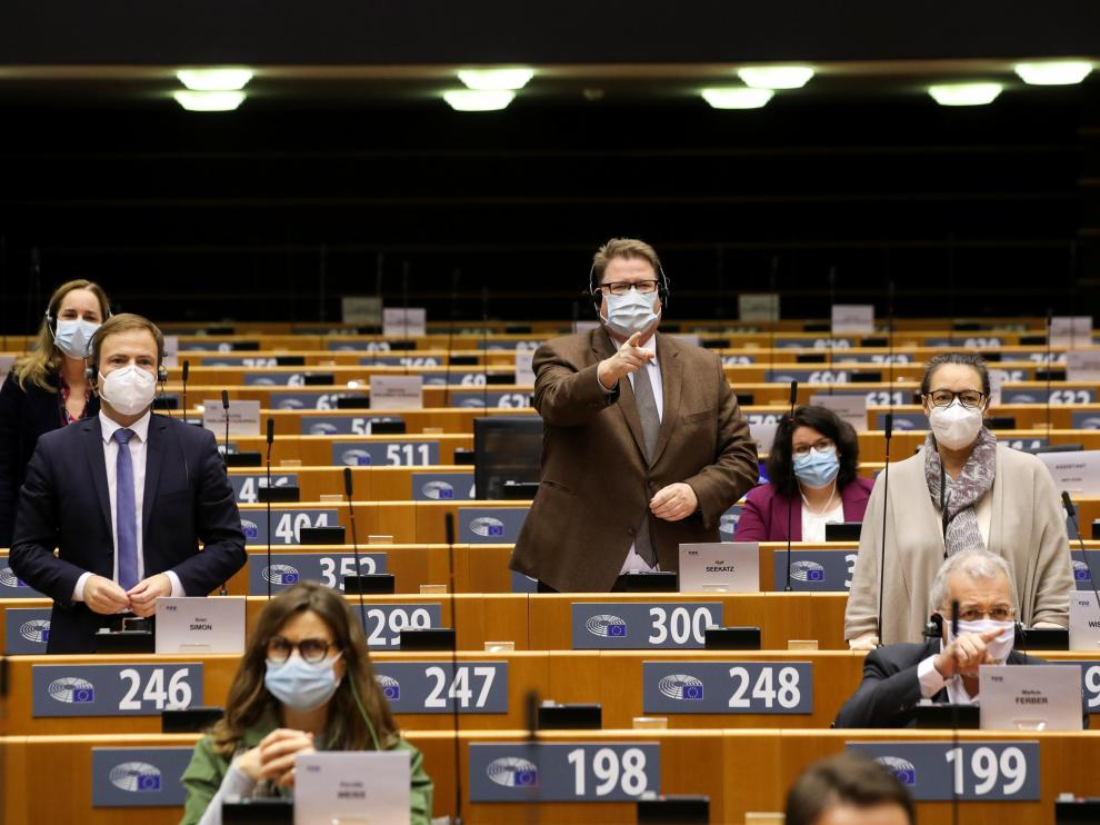 El eurodiputado Markus Ferber, abajo a la derecha, durante la sesión de este miércoles en el Parlamento Europeo.