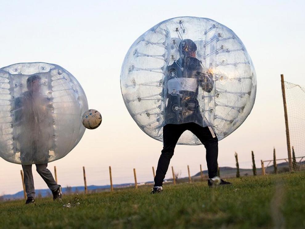 El bubble soccer es la actividad más demandada del complejo. Monegros Aventura Rural