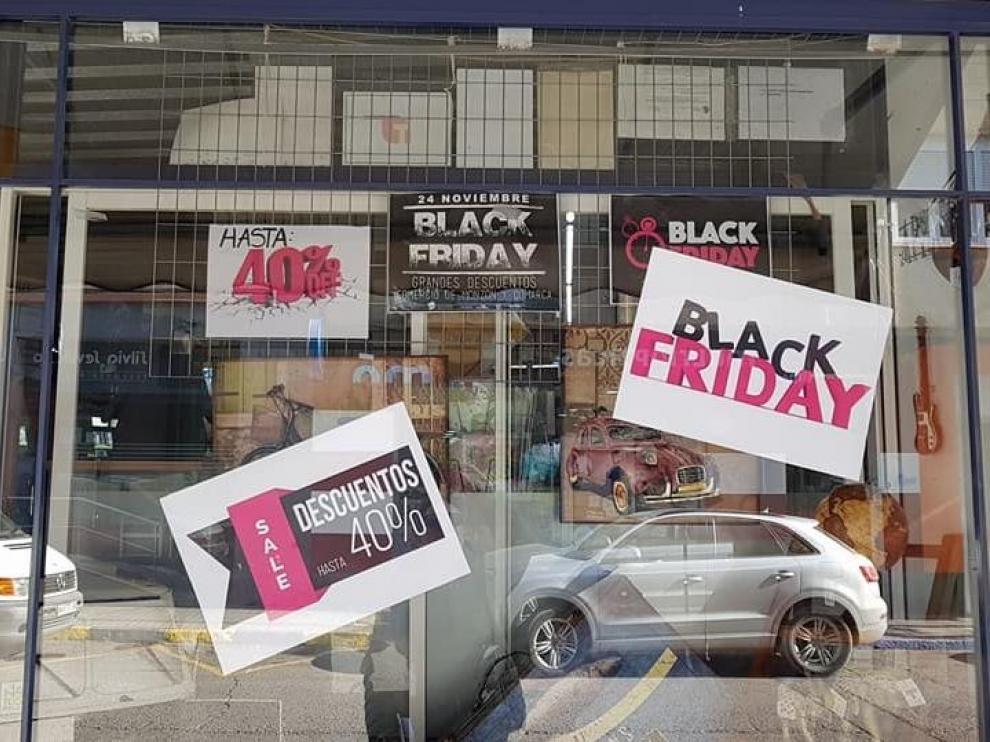 Imagen de archivo de una campaña anterior de Black Friday en una tienda de Monzón.