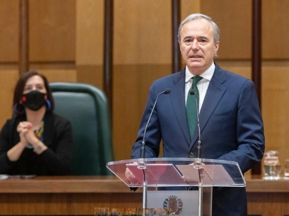 El alcalde, Jorge Azcón, en un momento de su intervención esta mañana.
