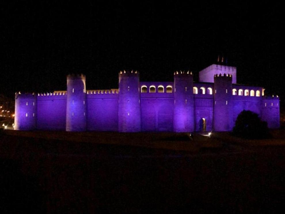 El palacio de la Aljafería, iluminado de morado contra la violencia de género.