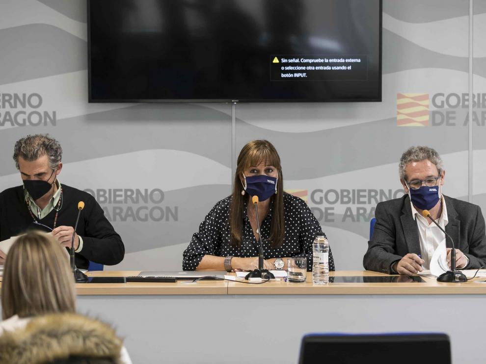 Francisco Javier Falo, Sira Repollés y José María Abad, en la Consejería de Sanidad del Gobierno de Aragón