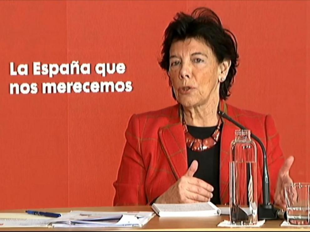 La ministra de Educación durante una intervención desde la sede del PSOE en Ferraz, este domingo en Madrid.