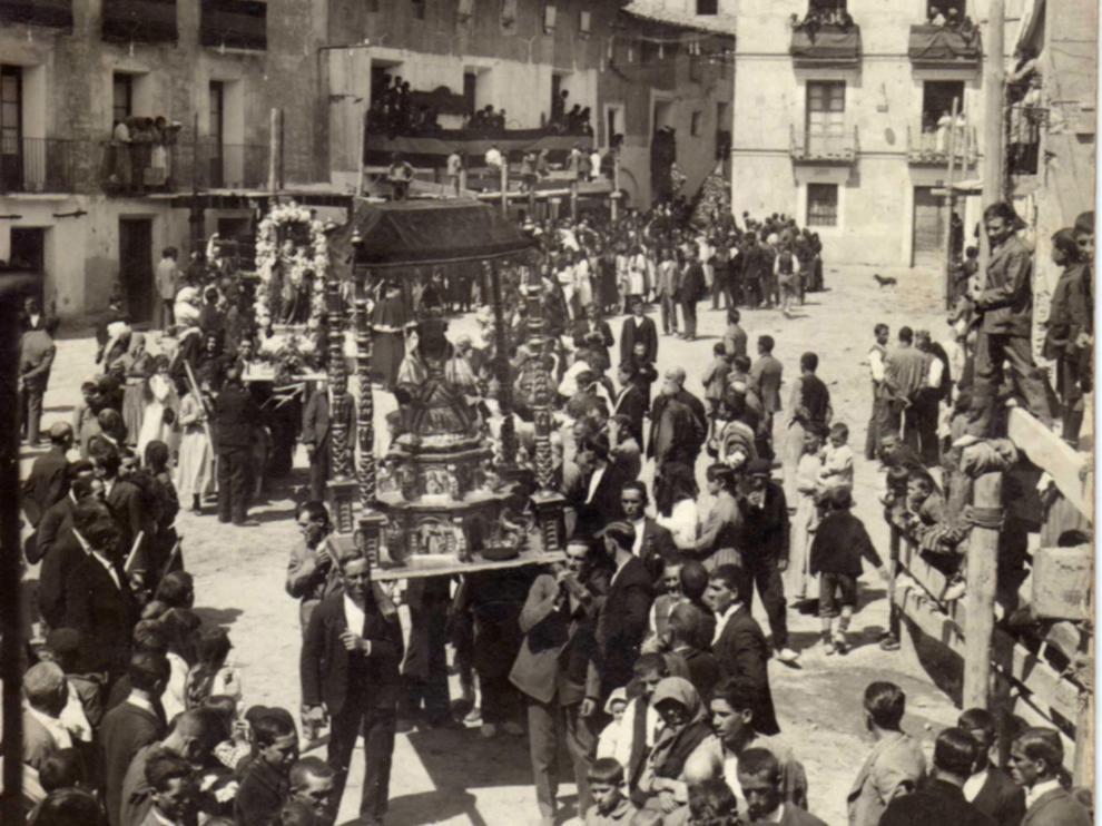 La procesión de San Antonio de 1925, imagen que se ha utilizado para la portada.