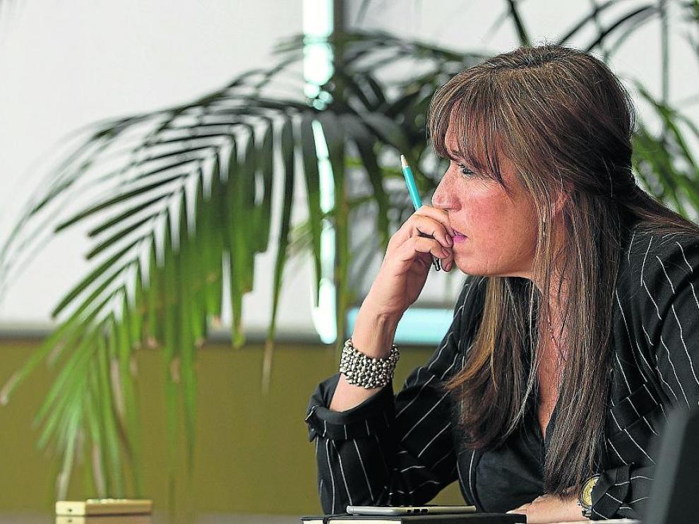 La consejera de Sanidad, Sira Repollés, en su despacho