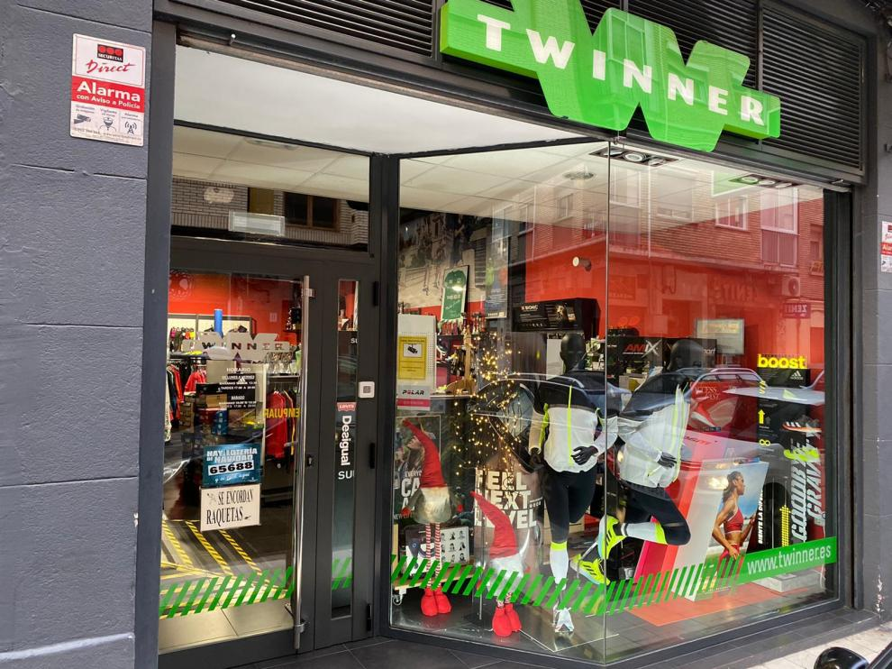 La tienda de Deportes Zenit se encuentra en la calle de María Guerrero, 14.