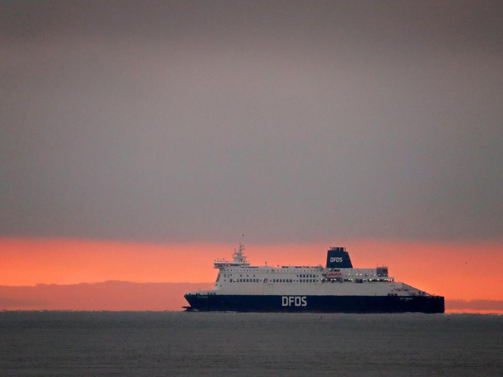 Un transbordador cruza el Canal de la Mancha.