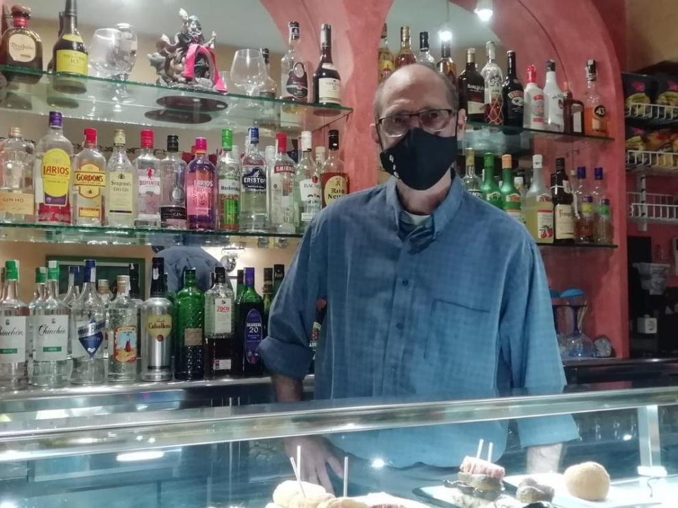 Mariano Ríos, en el bar Riga de Alagón