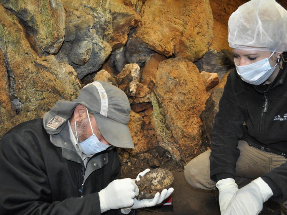 Uno de los hallazgos más sorprendentes en la cueva de Els Trocs es la parte anterior del cráneo de un niño, de unos 6 años, que los arqueólogos llaman, familiarmente, la 'máscara'
