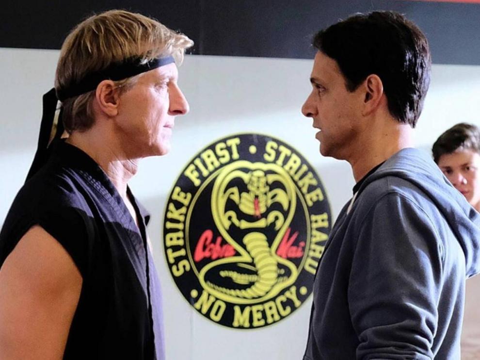 William Zabka (John Lawrence) y Ralph Macchio, enemigos a ratos en 'Karate Kid' y en la serie 'Cobra Kai'.