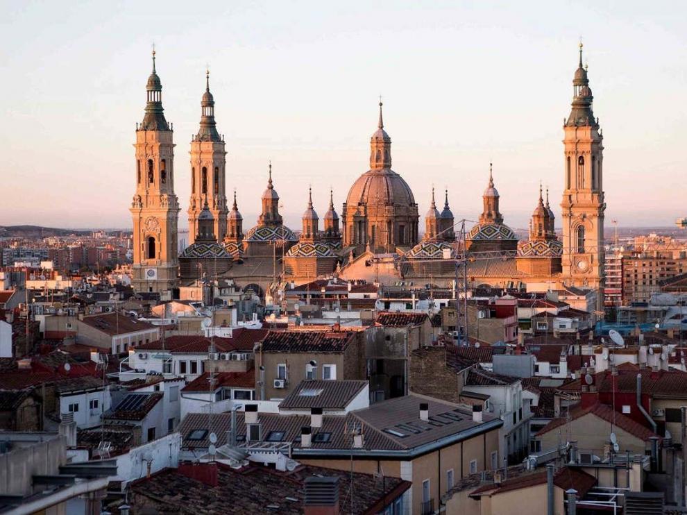 Vistas de Zaragoza con la basílica del Pilar.