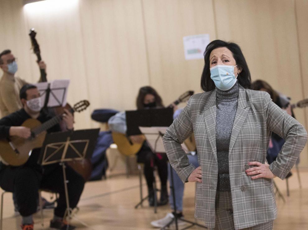 La cantadora María Teresa Pardos, durante uno de los ensayos de la obra en el Centro Cívico Santa Isabel.