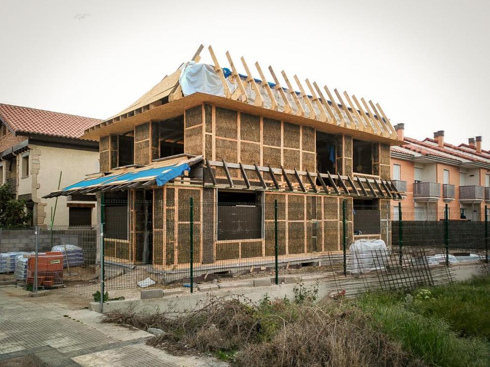 El aislamiento de esta vivienda de Calamocha es de paja.