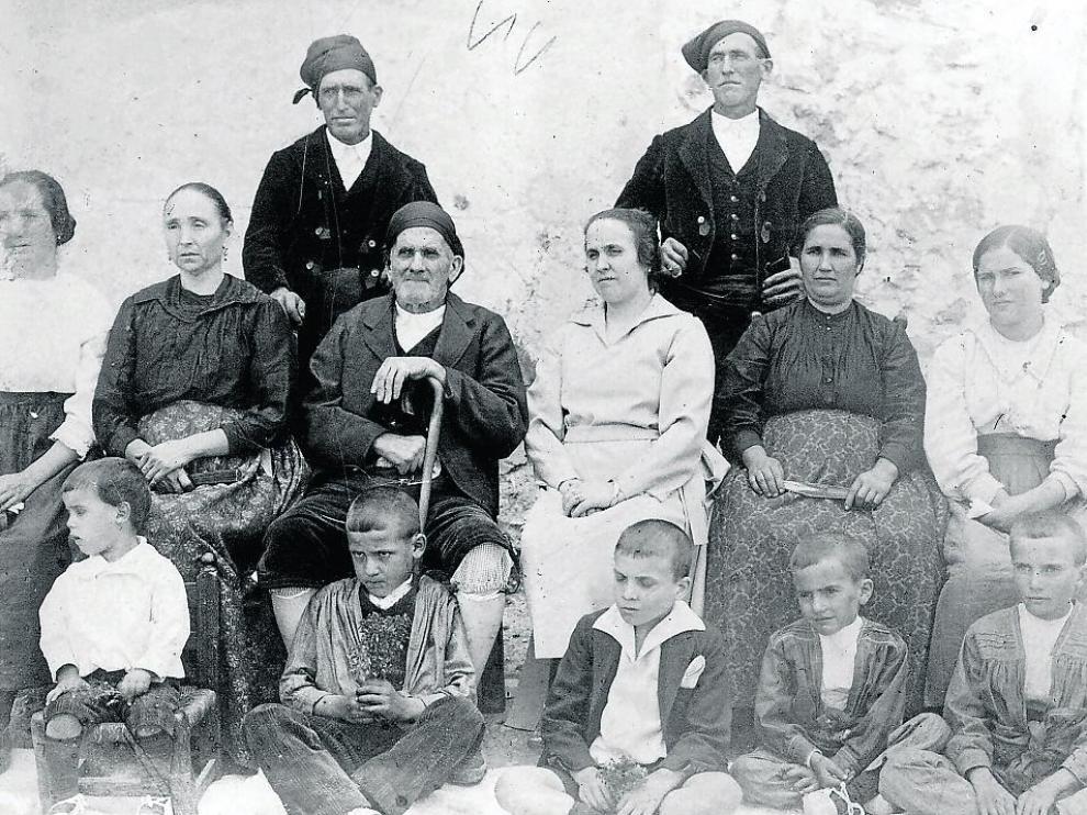 La familia Giner, de Santolea, emigrada a Binéfar como consecuencia de la construcción del pantano.