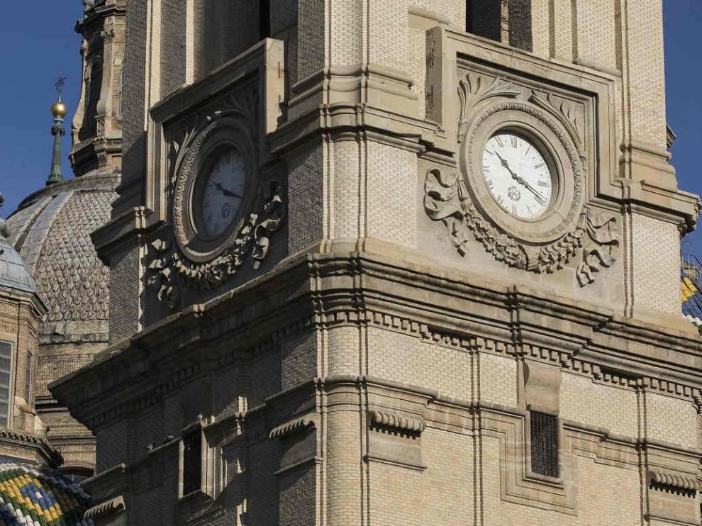 Reloj de la basílica del Pilar de Zaragoza.