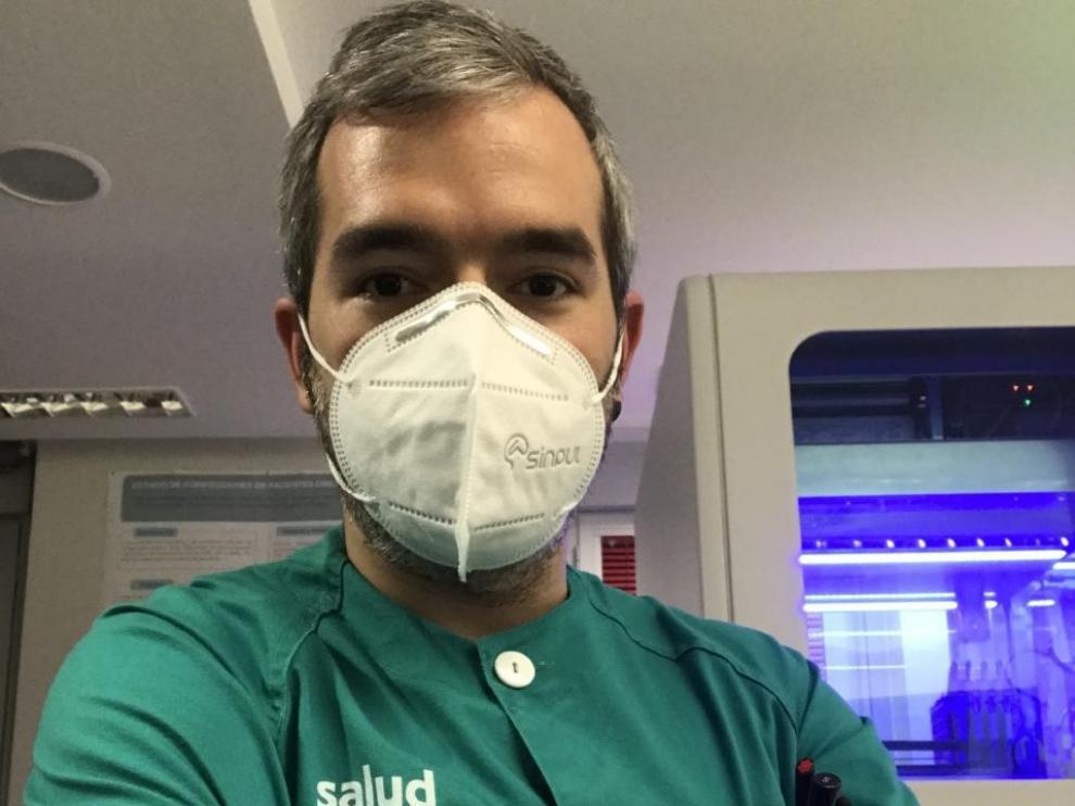 David Martínez en el laboratorio del hospital Miguel Servet.
