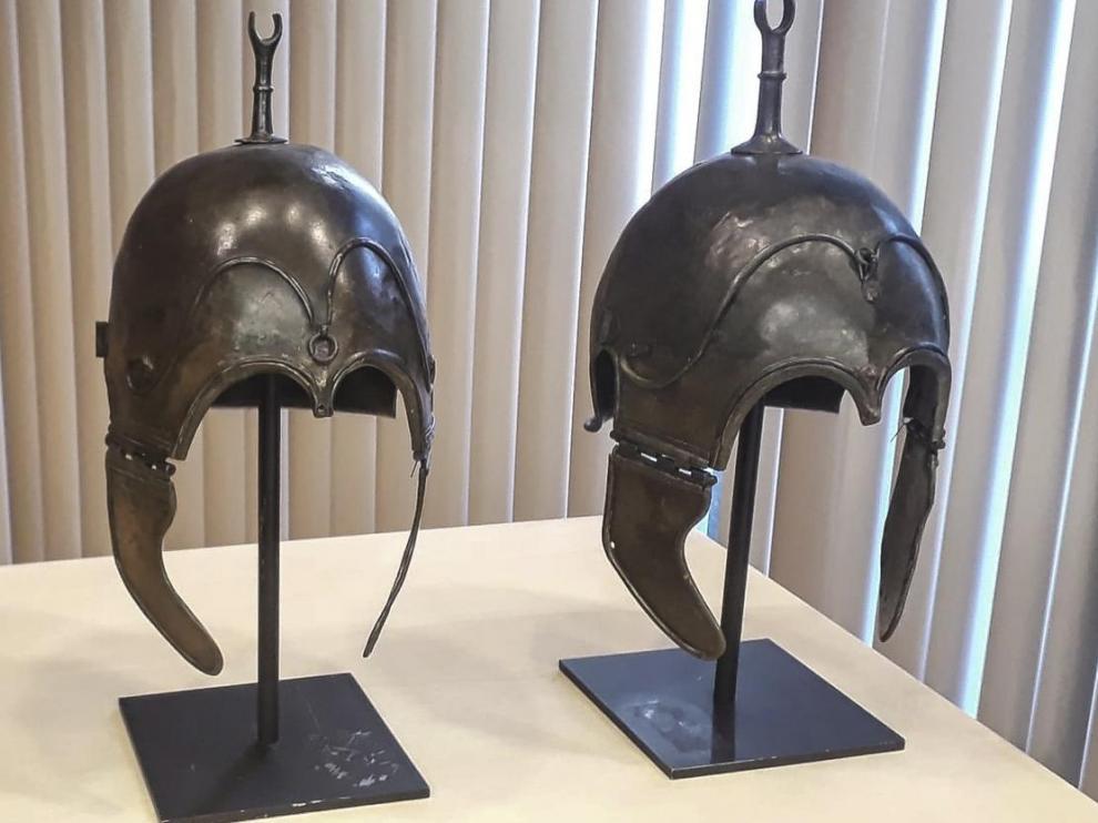 Tres de los cascos celtibéricos de Aranda de Moncayo, cuando fueron recuperados por el Ministerio de Cultura en París.
