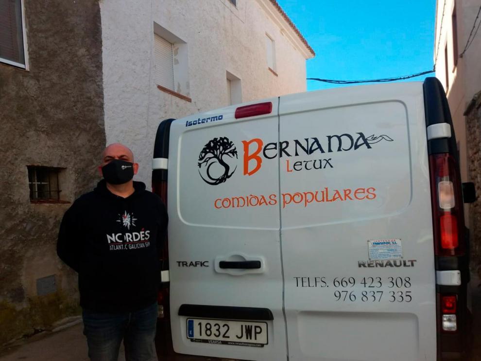 Toni Pechuán lleva el catering Bernama, con sede en Letux, desde hace siete años.