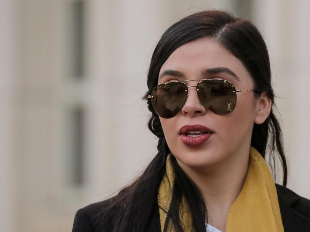 """FILE PHOTO: Imagen de archivo. Emma Coronel Aispuro, esposa de Joaquín Guzmán, """"El Chapo"""", a la salida de una corte en Brooklyn, Nueva York"""