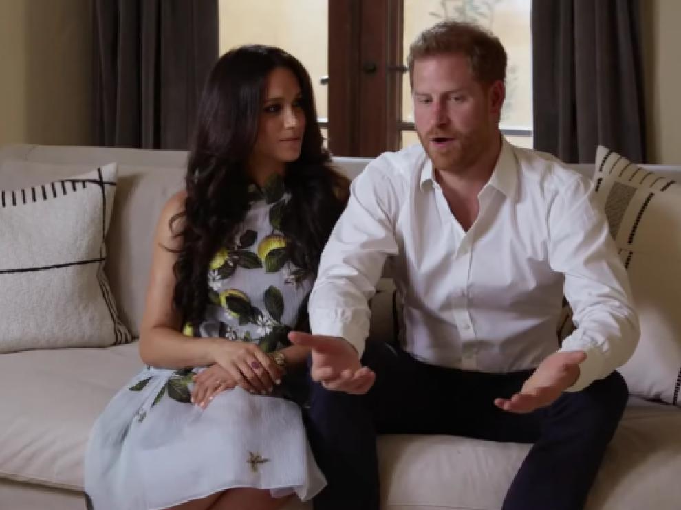 Meghan Markle y el príncipe Enrique charlan desde su casa en California
