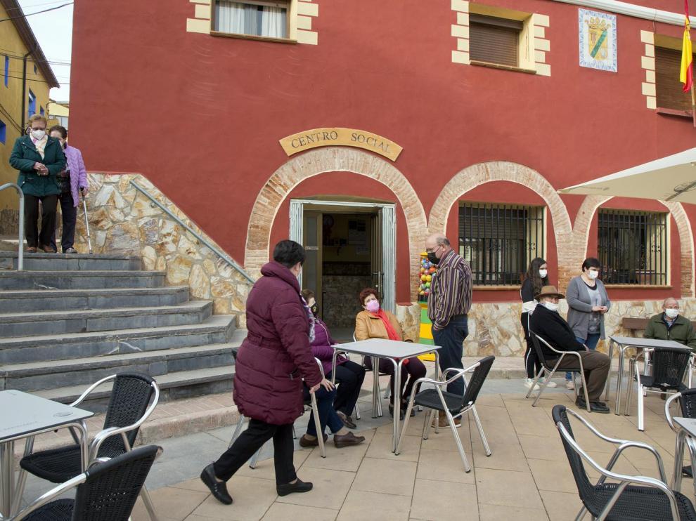 El centro social y bar de Olvés celebró ayer su particular inauguración