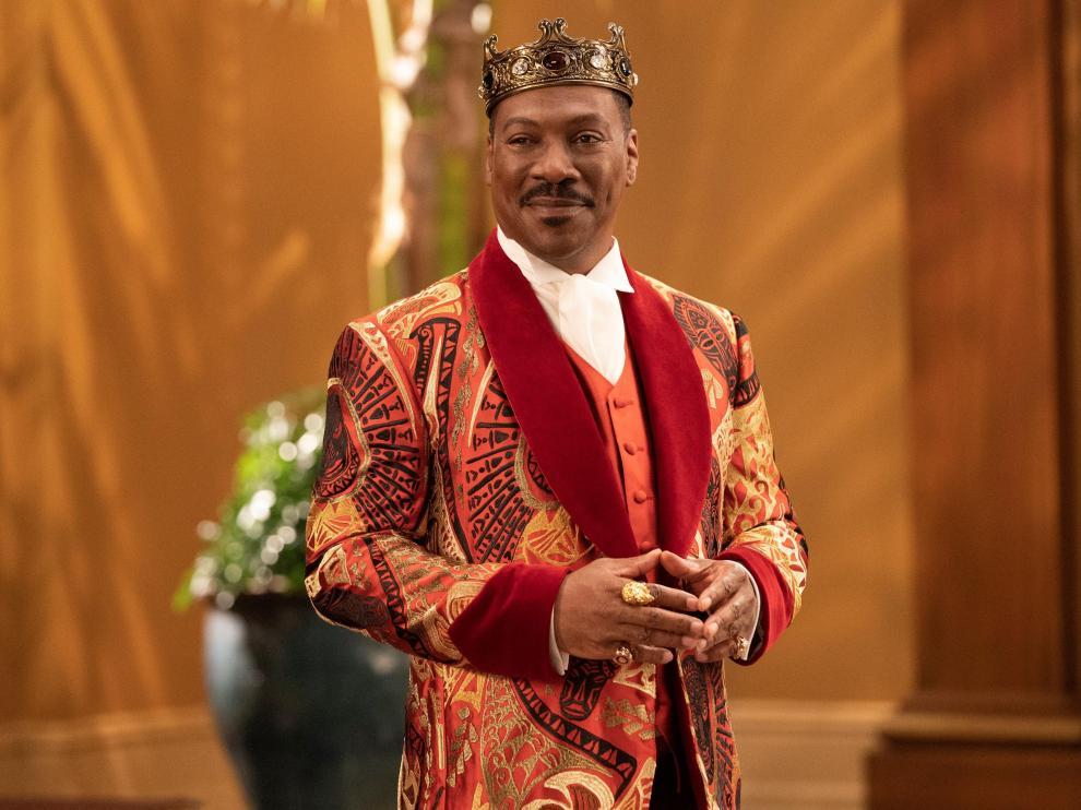 Fotograma cedido por Paramount Pictures donde aparece el actor Eddie Murphy en el papel de rey de Zamunda
