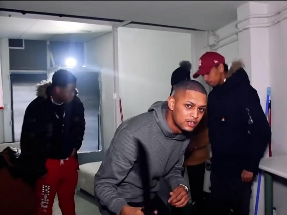 Steven Guarionex Vásques, el presunto líder de los DDP, en uno de sus vídeos musicales.