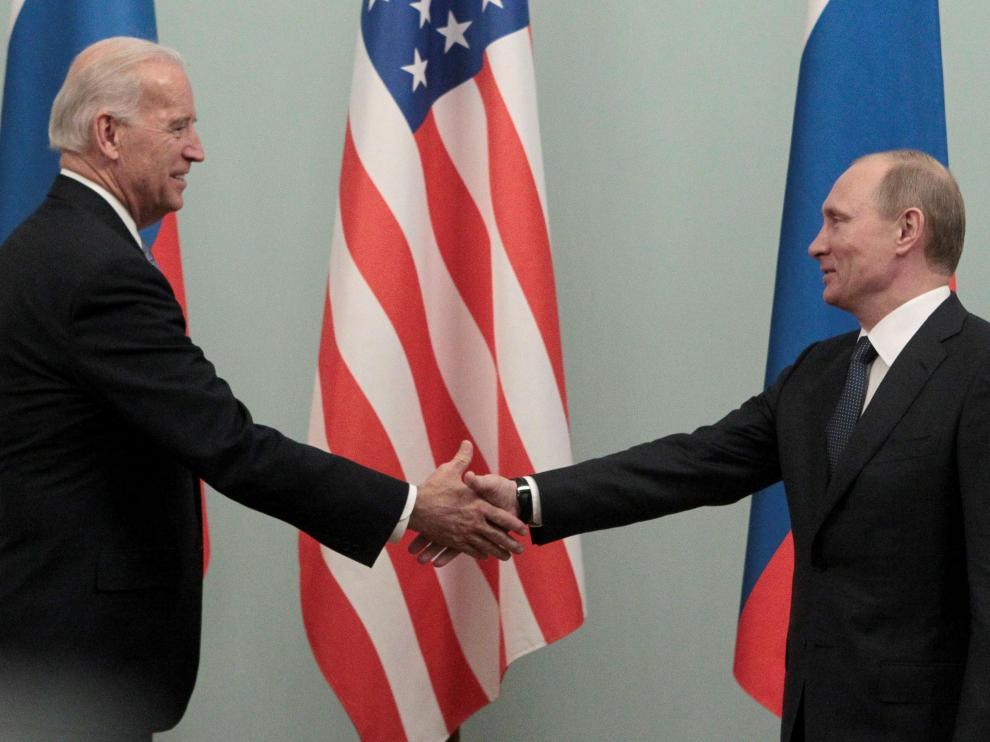 Encuentro en Moscú, el 10 de marzo de 2011, entre Putin y Biden, cuando eran primer ministro de Rusia y vicepresidente de EE. UU., respectivamente.