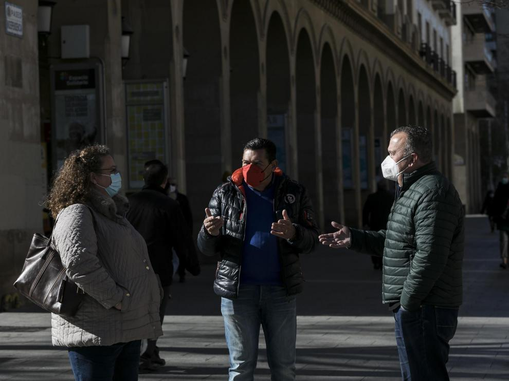 De izquierda a derecha, Susana Hernández, José Luis Villuendas y Miguel Ángel Lacueva este miércoles en Zaragoza.