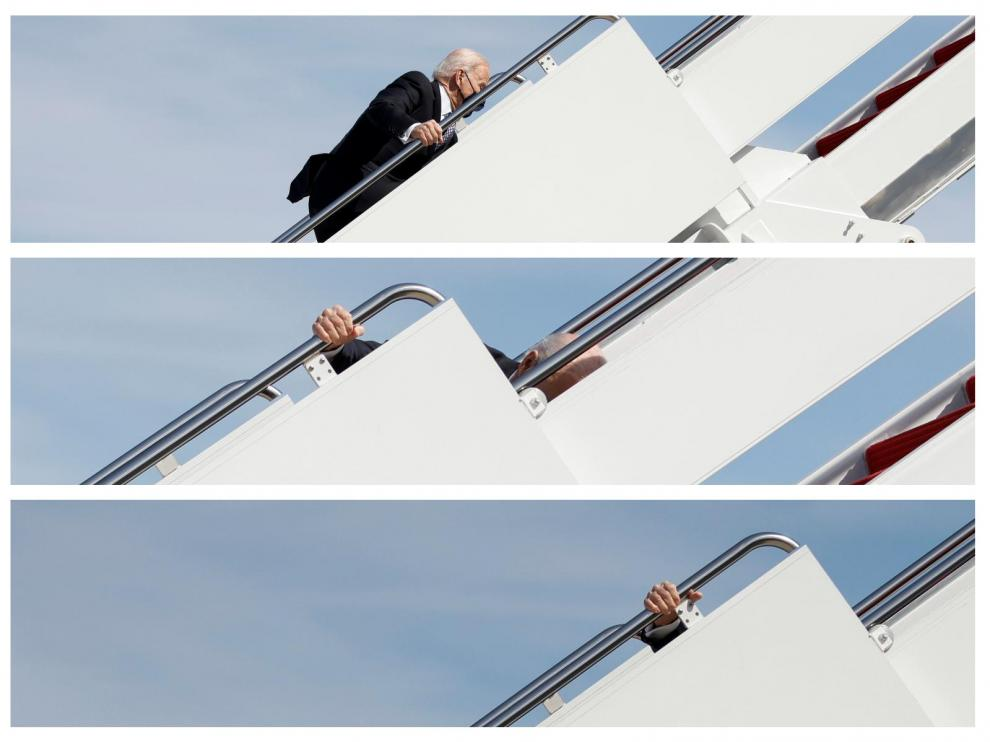 Biden tropieza al subir al Air Force One
